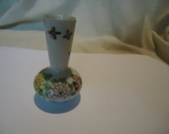 Vintage Japan Porcelain Miniature Vase With Flowers, collectable
