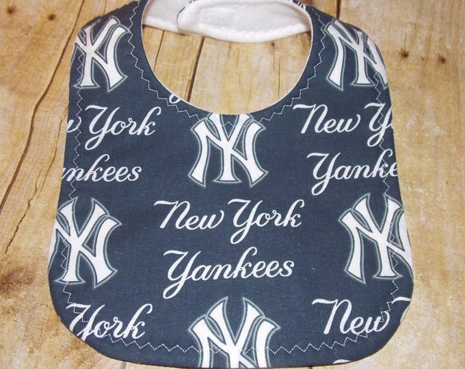 Baby Bib handmade using licensed Yankees fabric -  Sports baby bib - MLB licensed fabric  - New York Yankees Baby Bib - baseball fan - ball