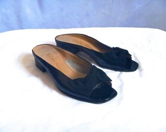 Designer Kitten Heels Salvatore Ferragamo Black Patent Leather Peep-toe Mules with Grosgrain Bow Size 5 1/2 B