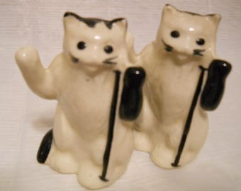Black and White Cats Salt and Pepper Shakers - vintage, collectible, animal