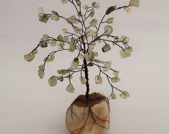 Green prehnite gemstone tree, wire tree sculpture, gem tree, wire tree of life,desk decor,wire bonsai tree,wire  tree,green tree,beaded tree