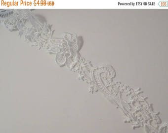 ON SALE White Floral Design Venise Lace Trim--One Yard