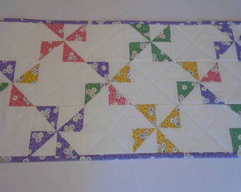 Quilted Table Runner with Pinwheels, Quilted Runner Vintage Feedsack Reproduction, Quilted Table Topper, Pastel Pinwheel Quilted Centerpiece