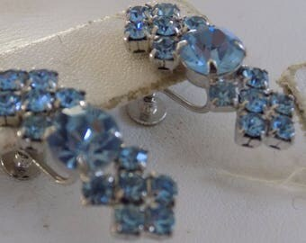 Vintage earrings, blue crystal and silver tone screw back earrings, elegant jewelry