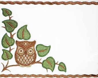 Owl on a branch embroidered quilt label to customize with your personal message - label #1255