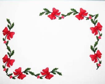 Holly & Bows embroidered quilt label to customize with your personal message