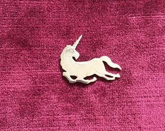 Vintage 1980s AVON etched goldtone unicorn brooch / pin