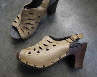 Vtg Dansko Cut Out Peep Toe Studded Leather wood Platform Slingback Clog Sandals Women's Size 6 36 90's