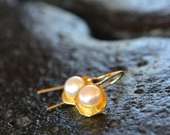 Gold Pearl Earrings, natural pearl, June birthday, unique design, wedding earrings, bridal jewelry, white and gold