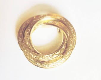 Brooch Gold Tone Entwined Circles Vintage Jewelry Mid Century Mad Men Gift for Her
