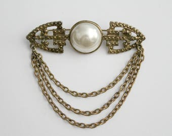 Vintage Brass Gold Art Deco Bar Brooch With Pearl Cabochon And Chain . Unsigned
