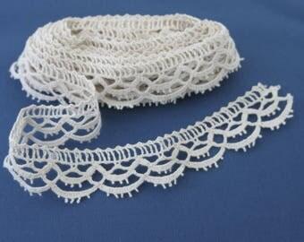 Vintage Bobbin Lace Edge Trim Cream Color  Rustic Bridal Home Decor Costuming 1 Inch by 3 1/2 Yards 856b