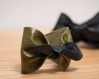 gift idea for her, Leather bow bracelet, leather bow cuff / leather bangle / bow bracelet / chic leather bow / leather cuff bow / noeud