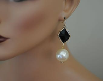 Pearl Earrings, Dangle Pearl and crystal earrings, Gift for her, Holiday Gift, Black and white earrings, everyday use, long earrings