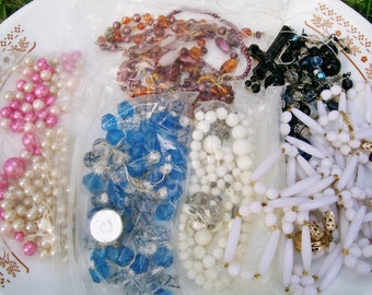 BROKEN JEWELRY LOT 11 oz Broken Jewelry Components Beads Findings Destash Craft Mixed Media Upcycle Collage .5a