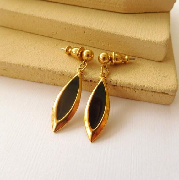 Retro Mod Vintage Lightweight Gold Black Enamel Marquise Dangle Earrings BB16