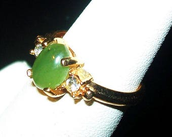 Jade Stone Oval Ring Gold Plated Metal Signed AVON Clear Stone Accents Sz 5.5 Vintage