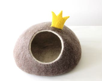 Pet gift, cat bed, cat cave size M ready to ship, small dog bed, pet bed with crown, gift for pet lovers, wool felt cat cave, cat house felt