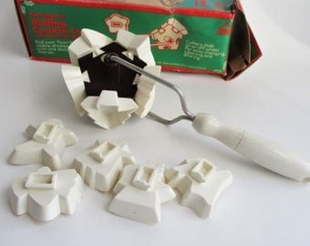 Vintage Christmas Rolling Cookie Cutter 10 Plastic Shapes 1983 Hoan Products Ltd.