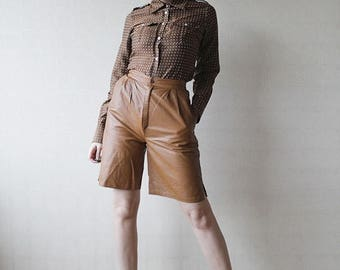 50% OFF SALE Brown leather high waist knee shorts Small
