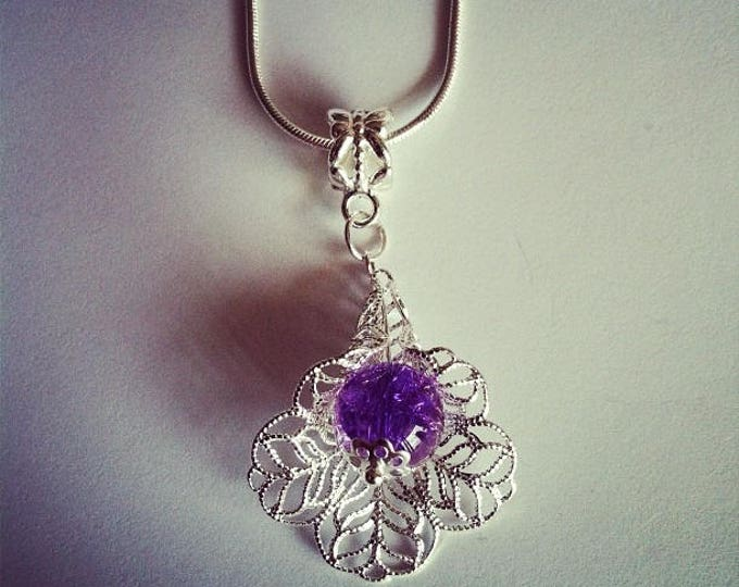 Pearl flower pendant purple/clear Crackle Glass