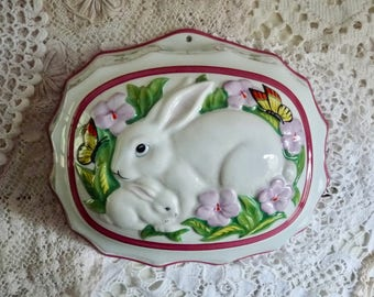 Vintage PORCELAIN BUNNY MOLD, White China from The Franklin Mint, marked Le Cordon Bleu, 1986.