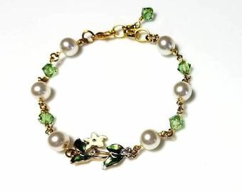 White Swarovski Pearl Green Crystal Leaf Bracelet White Flower Green Leaves Nature Bracelet Gold Beaded Chain Jewelry Gifts for Her