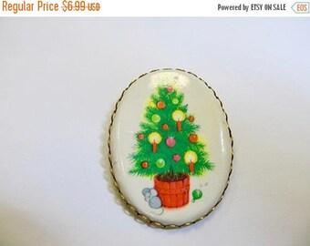 ON SALE Vintage Oval Christmas Tree Pin Item K # 2275