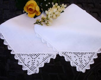Napkins, Set of Two, French linen napkins, Linen napkins, hand crocheted lace, Cottage chic decor, Dining for 2, table linens, vintage 1950s
