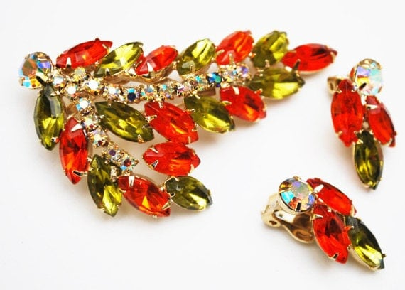 Rhinestone brooch earring set - Orange Green Crystal - Aurora Borealis - Clip on earring - Mid century Jewelry set