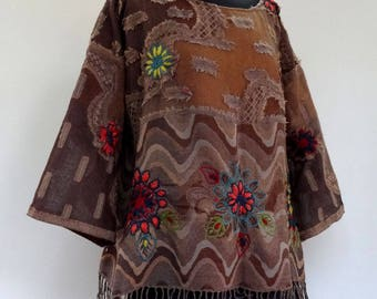 Pullover tunic Brown shawl and taupe wool veil with appliques ethnic designs