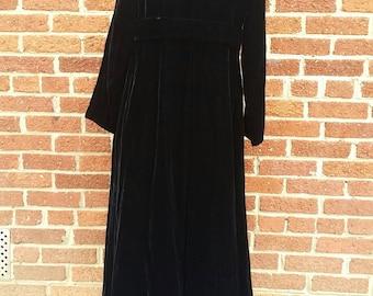 Vintage Black Velvet Opera Coat // Velvet Cloak // Two Button Closure