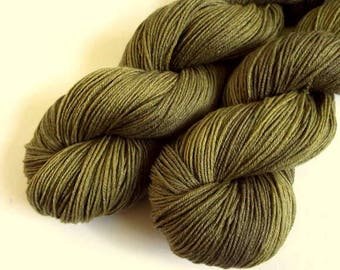 Sock Yarn, 4 ply Superwash -hand dyed, merino and bamboo wool- 500 meters, olive green colours crochet