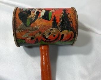 Vintage US Metal Toy MfG Co Halloween Witch Black Cat Noisemaker Shaker Tin Orange Wood Handle Used
