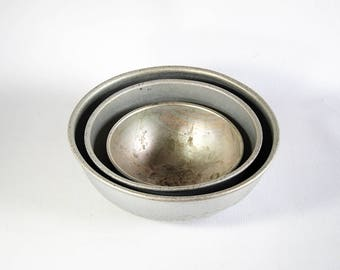 Vintage Antique Set of Three (3) Aluminum Metal Mixing Bowls Set