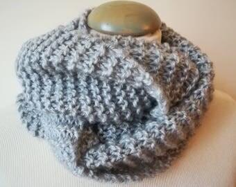 Echarpe snood en laine et acrylique grise, très douce, tricotée main, pour femme