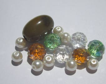 15 round glass beads and oval agate (PV55)