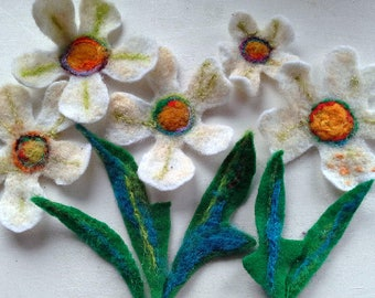 5 Easter daisies in white felt with leaves for decorating, crafting, diy