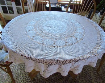 """Vintage Round Crocheted Tablecloth 61"""""""