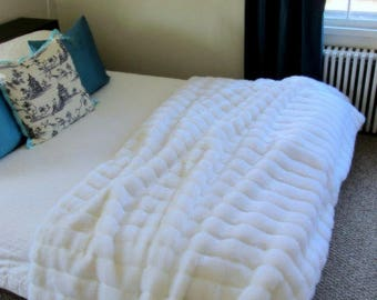 Plush Faux Fur Throw Blanket Bedspread - Super Soft - Faux Ribbed Fur- Fur Minky Cuddle Fur Lining - Fur Accents - USA