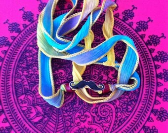 Bracelet/Necklace to tie in multicolored silk with a mustache