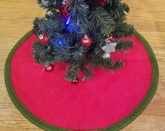 Red and Green Felt Tree skirt- glitter -  21""