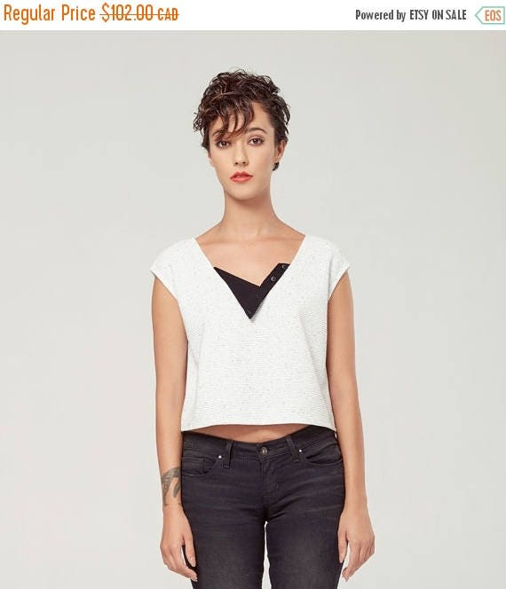 SOLDE HORIZON - sleeveless crop top, tee-shirt, t-shirt for women - textured white