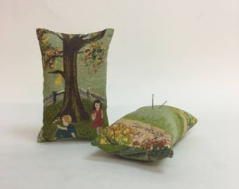 Darling Vintage Barkcloth Pin Cushion / Sewing Pin Cushion / 1950s Picture Barkcloth