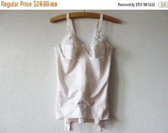 Porte jarretelles pour femmes vintage etsy fr - Photos de femmes en porte jarretelles ...