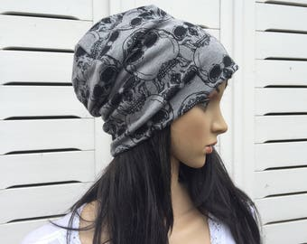 Beanie size S-M grey with skulls