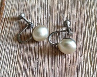 SUMMER SALE 20% OFF Vintage Pearl Screw On Earrings
