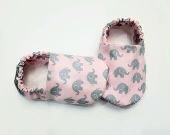 Baby Booties, Baby Gifts, Pink Elephant, Animal Crib Shoes, Baby Moccs, Baby Shoes, Baby Booties, Baby Girl Slippers, Elephant Baby Slippers