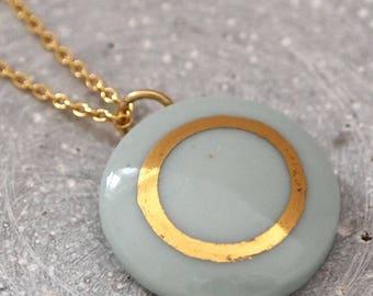 Porzellananhänger mit Goldkette