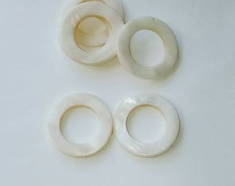 Pearl circle connector 2 X 30mm mother of Pearl